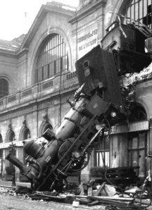 500___px-train_wreck_at_montparnasse_1895